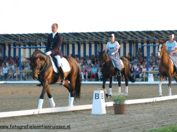 horsesbythesea2005
